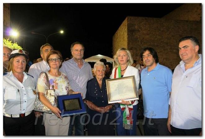 il presidente del consiglio Francesco Palazzolo, Calogera Scaffidi, il sindaco Francesca Salpietro, gli assessori Seba