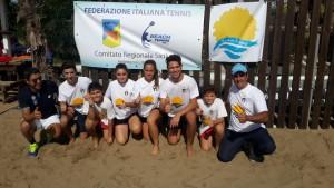 gli atleti del Ct Brolo che hanno partecipato alla manifestazione con gli istruttori DI Perna e Torre Maggiori informazioni http://www.messinaflash.it/news/beach-tennis-la-rappresentativa-di-brolo-in-evidenza-nella-seconda-edizione-di-un-mare-di-sport/