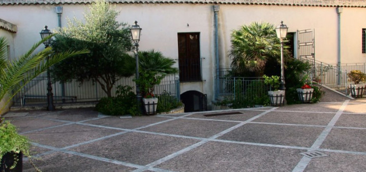 Museo-dei-Costumi-e-della-Moda-a-Mirto-Messina---Foto-esterna