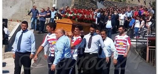 castell'umberto i funerali del vice sindaco Conti Nibali portato a spalla dai ragazzi della sfarandina nebrodi24
