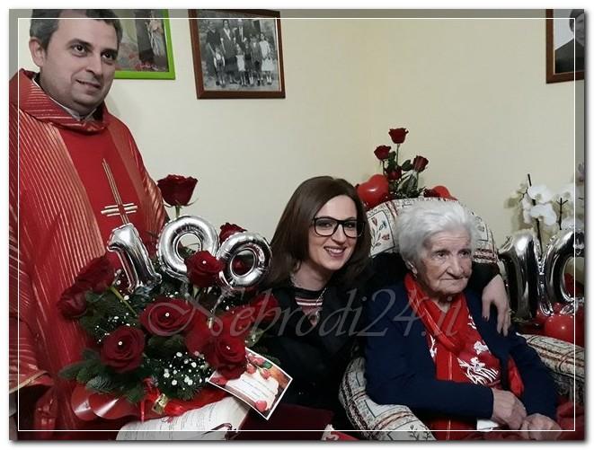 maria giuseppa galati rando festa 100 anni con padre strefano brancatelli ed assessore Valeria Imbrogio