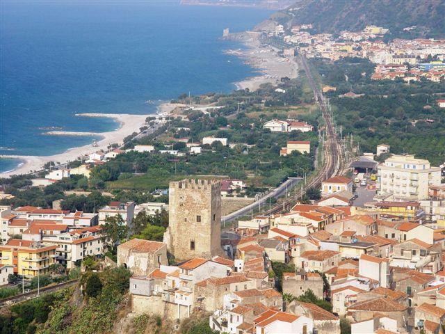 """brolo – il castello acquisito al patrimonio immobiliare della regione. """"laccoto è un """"risultato di straordinaria importa"""