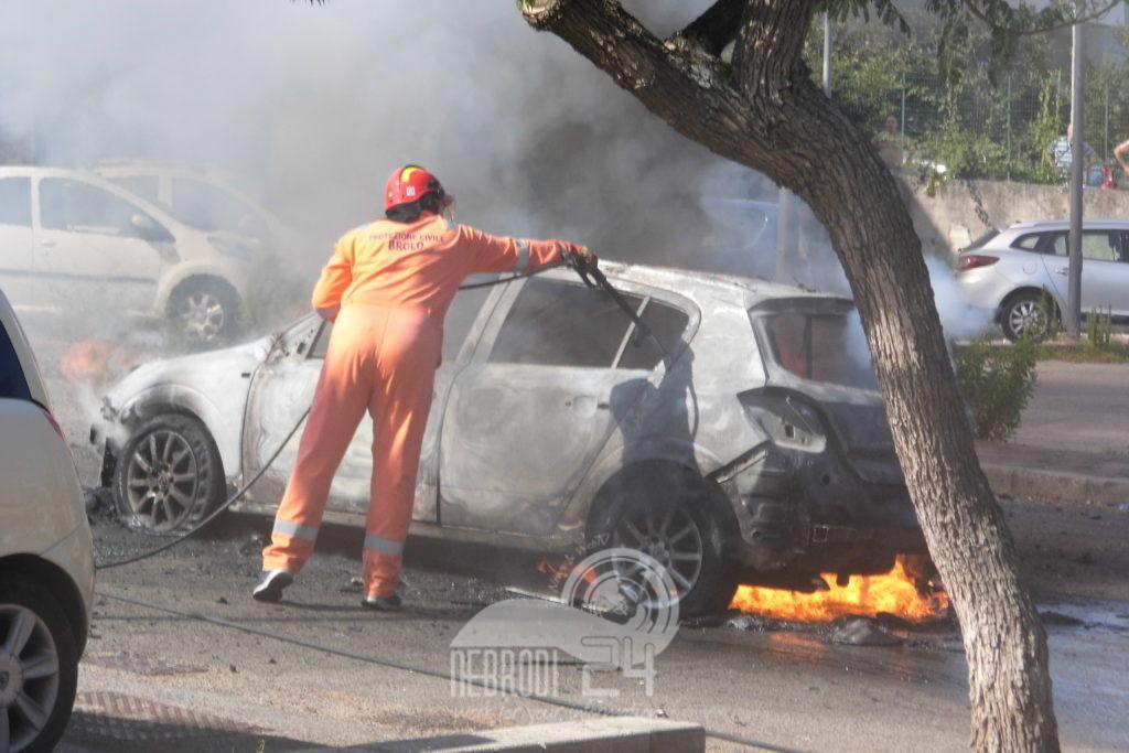 brolo – prende fuoco una macchina, la protezione civile evita il peggio.