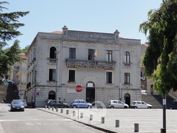 castell'umberto – coronavirus: da oggi a mercoledi gli uffici comunali chiusi. polizia municipale in servizio per contro
