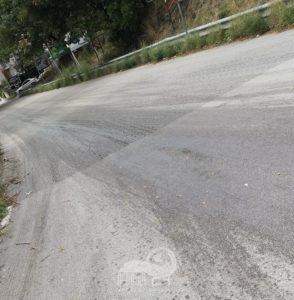 brolo – chiusa la via ferrara per olio sull'asfalto
