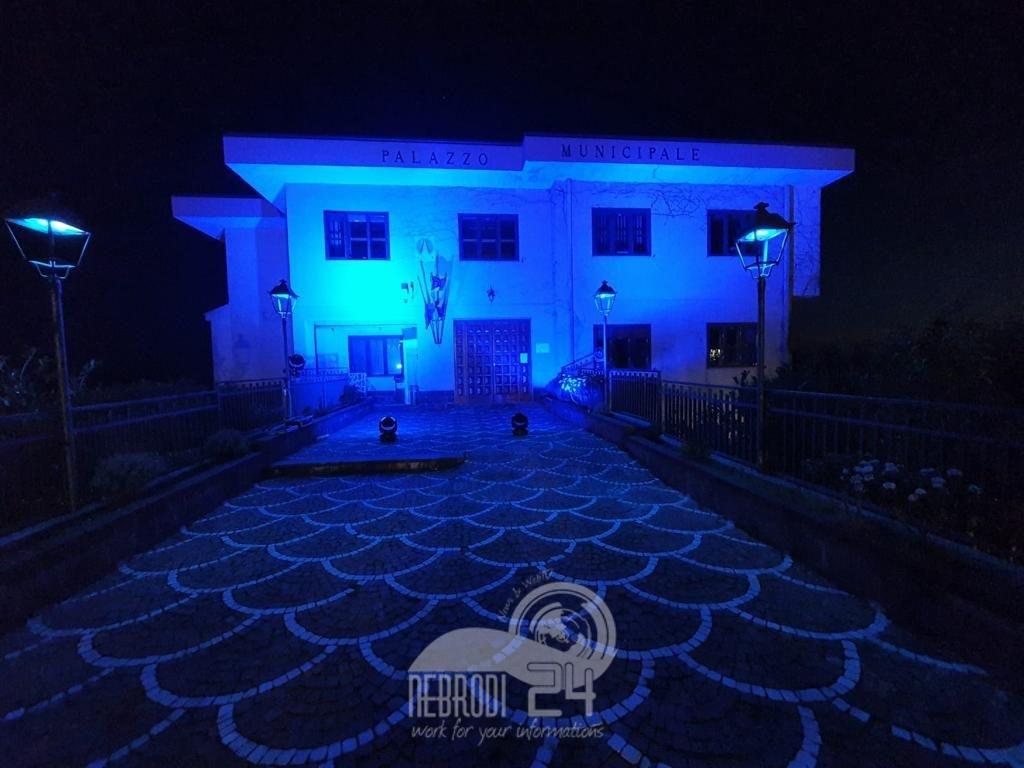 """san teodoro – autismo: il """"progetto includiamoci"""" con il palazzo comunale illuminato di blu"""